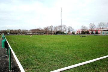 Sportveld dat wordt gebruikt voor run-walk-exercise hardlooptraining